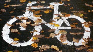 Se déplacer à vélo l'automne : c'est encore possible