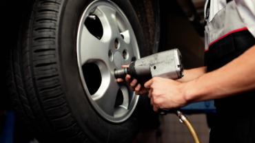 Pose de pneus : les ensembles de pneus peuvent vous faire économiser