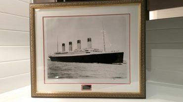 Une photo du Titanic signée par<br> la dernière survivante du naufrage<br> en vente sur LesPAC!