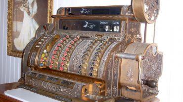 Une caisse enregistreuse plus que centenaire à vendre sur LesPAC!