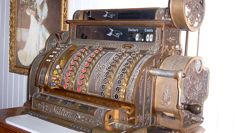 Une-caisse-enregistreuse-plus-que-centenaire-à-vendre-sur-LesPAC!