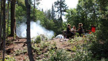 Cuisiner en camping : nos meilleurs <br>trucs & recettes!