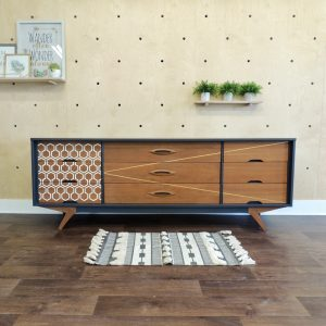 DIY-Transformation-d'un-buffet-de-cuisine-pour-adopter-un-look-vintage-chic