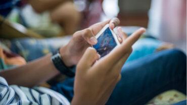Acheter un cellulaire à son enfant : astuces pour économiser